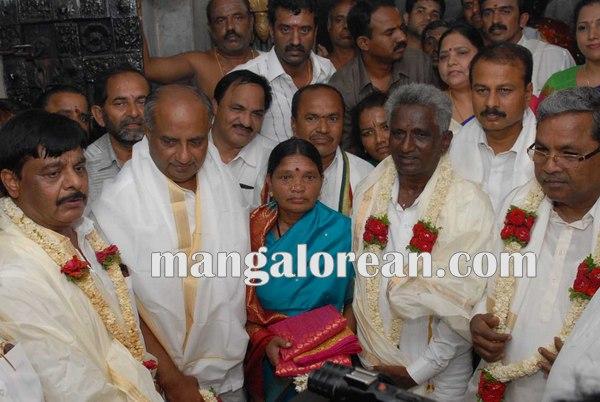 7.Shri-Puttaiah-Farmer-and-CM-inaugurated-Mysuru-Dasara-2015