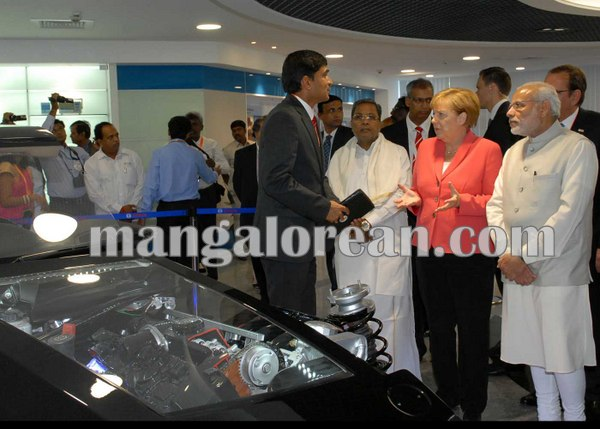 8.Dr_.-Angela-Merkel-looking-at-the-Car-Engine-at-Bosch-Factory-along-with-PM-and-CM
