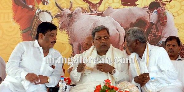8.Shri-Puttaiah-Farmer-and-CM-inaugurated-Mysuru-Dasara-2015