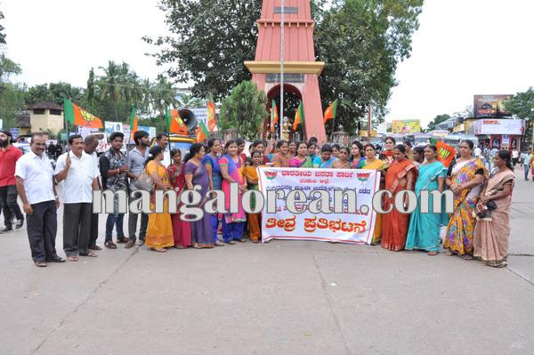 BJPmahilamorcha_protest_BPOemployee 08-10-2015 16-32-40