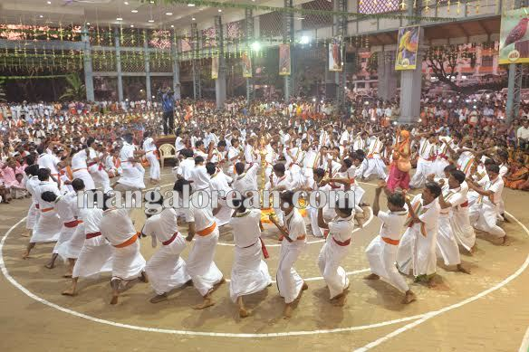 BhajanaKammata_dharmastala 11-10-2015 22-42-24