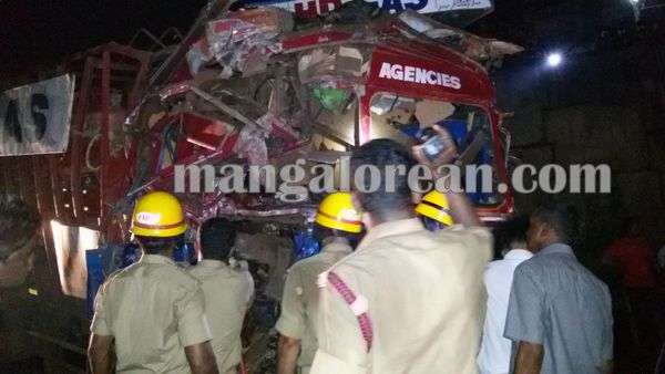 gastruck_goodtruck_accident_Udupi 22-10-2015 23-55-053