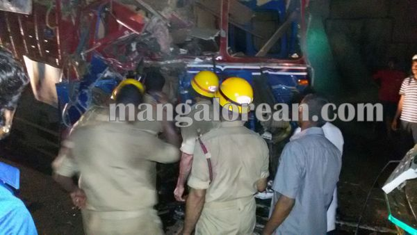 gastruck_goodtruck_accident_Udupi 22-10-2015 23-55-054