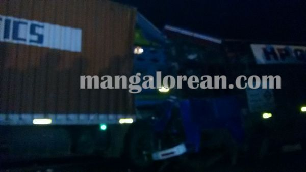 gastruck_goodtruck_accident_Udupi 22-10-2015 23-55-056