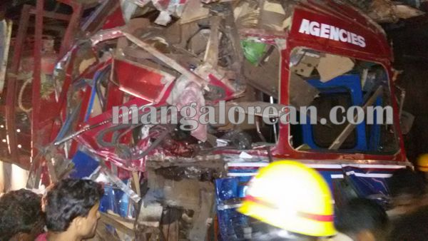 gastruck_goodtruck_accident_Udupi 22-10-2015 23-55-057
