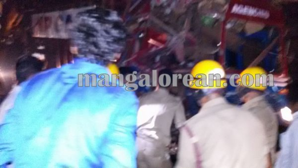 gastruck_goodtruck_accident_Udupi 22-10-2015 23-56-04