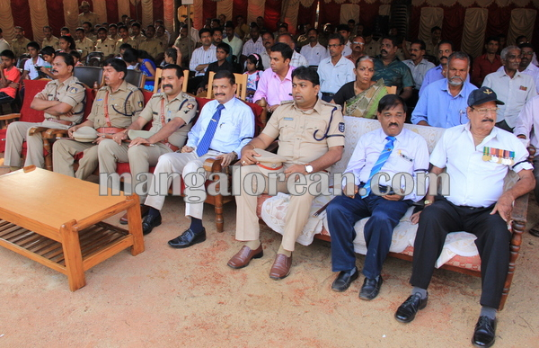 police _Martyrs' Day_udupi 21-10-2015 08-28-00