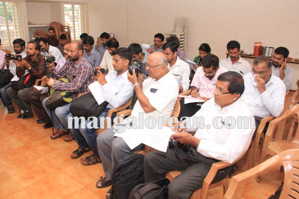 udupi_diocese_press meet 12-10-2015 16-26-28