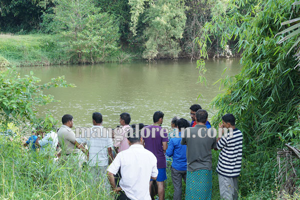 youth_drown_panjimar_pamboor 11-10-2015 17-55-48