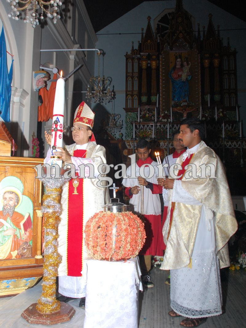 26032016easter-udupi-cathedral-005