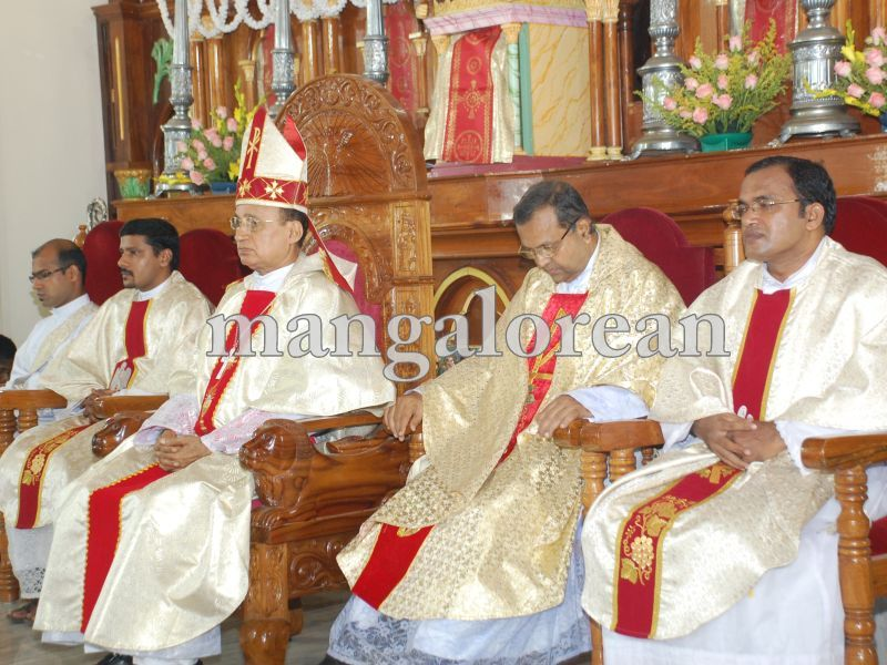 26032016easter-udupi-cathedral-007