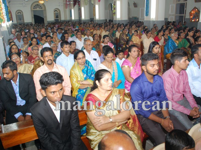 26032016easter-udupi-cathedral-009