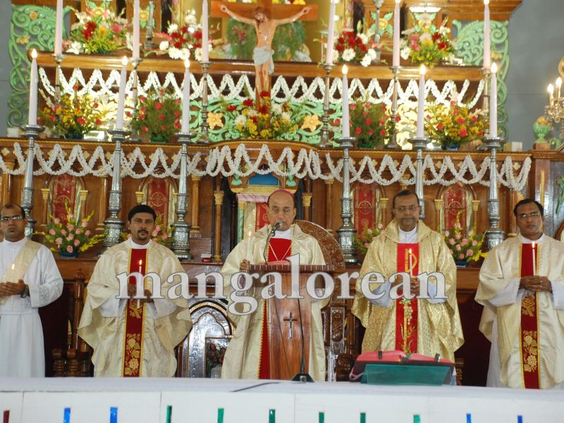 26032016easter-udupi-cathedral-012