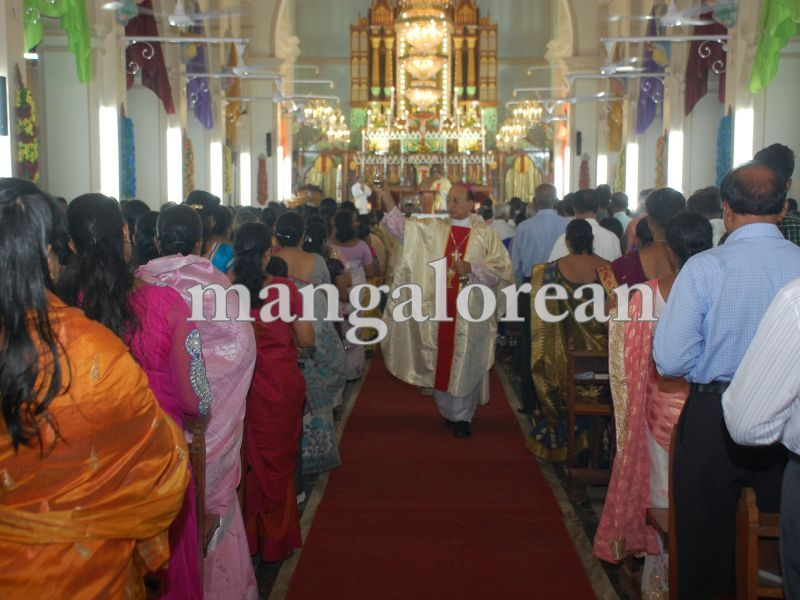26032016easter-udupi-cathedral-013