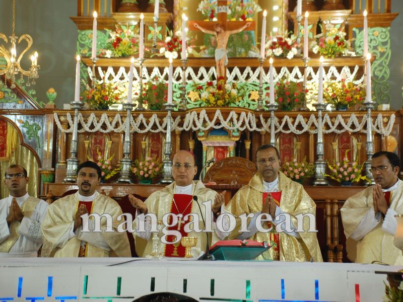 26032016easter-udupi-cathedral-015