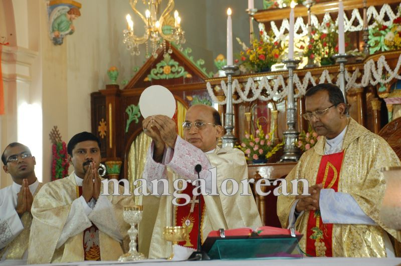 26032016easter-udupi-cathedral-018