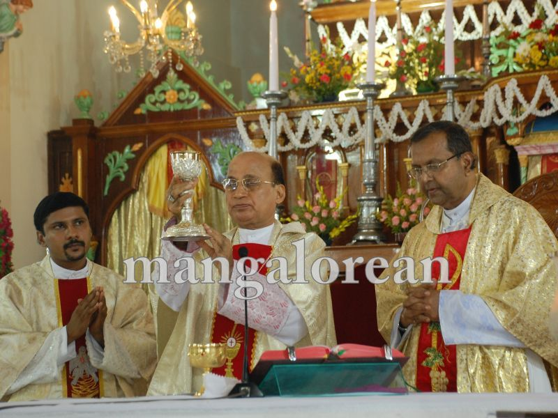 26032016easter-udupi-cathedral-019