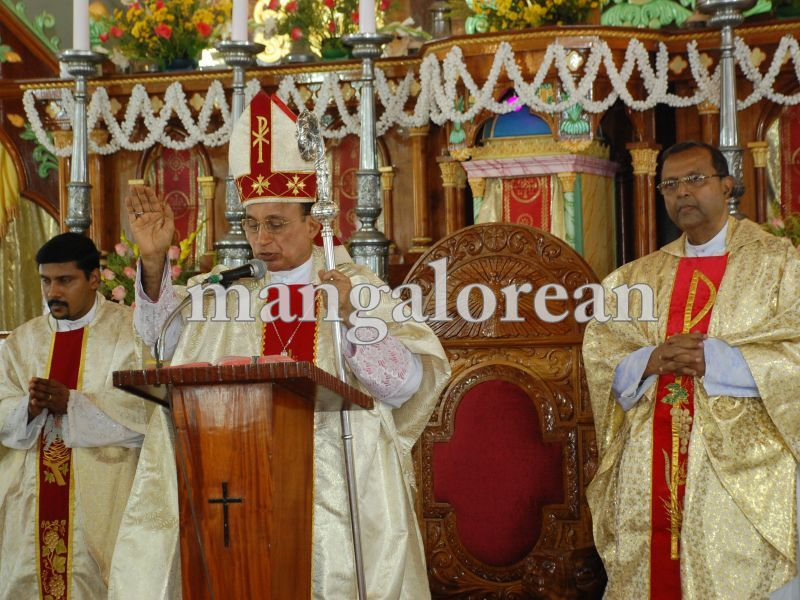 26032016easter-udupi-cathedral-020