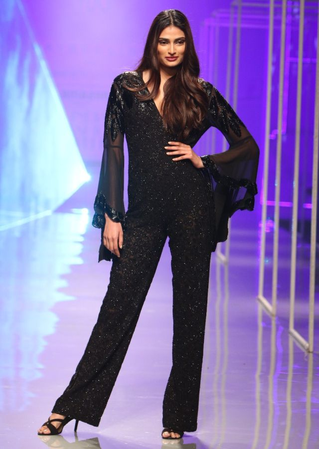 Athiya-Shetty-showstopper-1