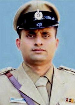 Inspector-shantaram-01