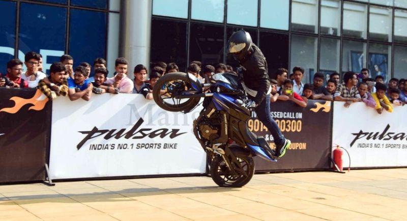 image001bike-stunts-27032016-001