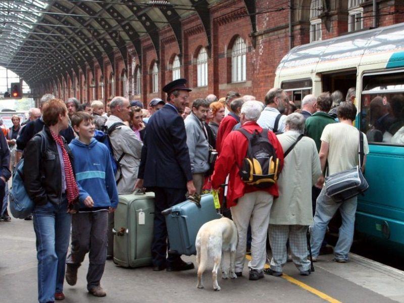 image001britain-rail-passengers-20160318-001
