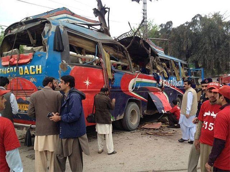 image001bus-explotion-peshawar-20160316-001