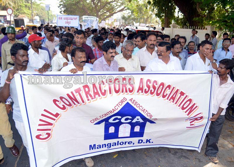 image001civil-contractors-sand-protest-20160321-001