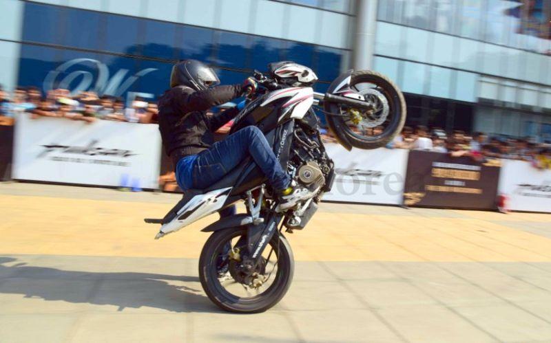 image002bike-stunts-27032016-002