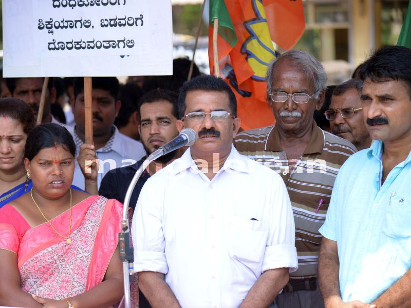 image004bjp-sand-protest-20160328-004