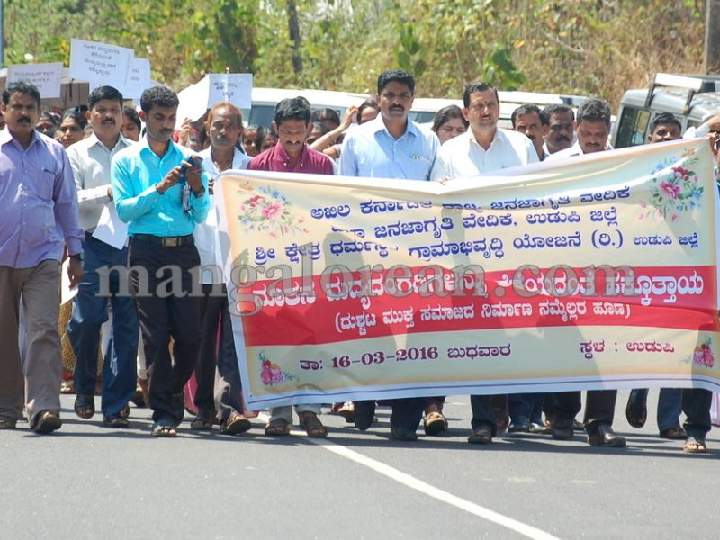 skrdp-protest-liqour-outlet-16-03-2016-01