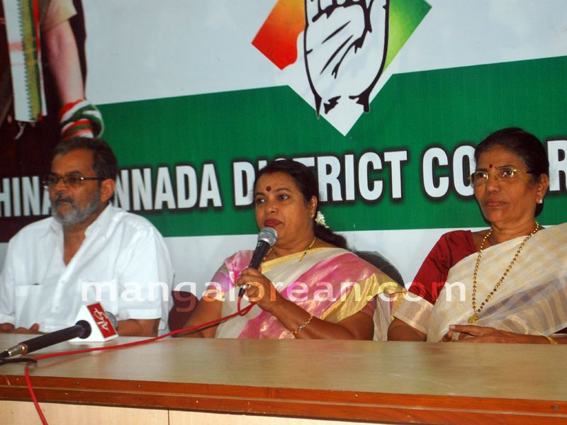 image002congress-umashree-pressmeet-20160416-002
