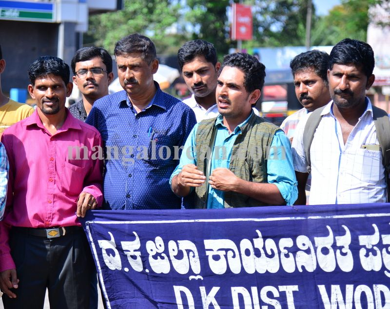 image002journalists-protest-20160420-002