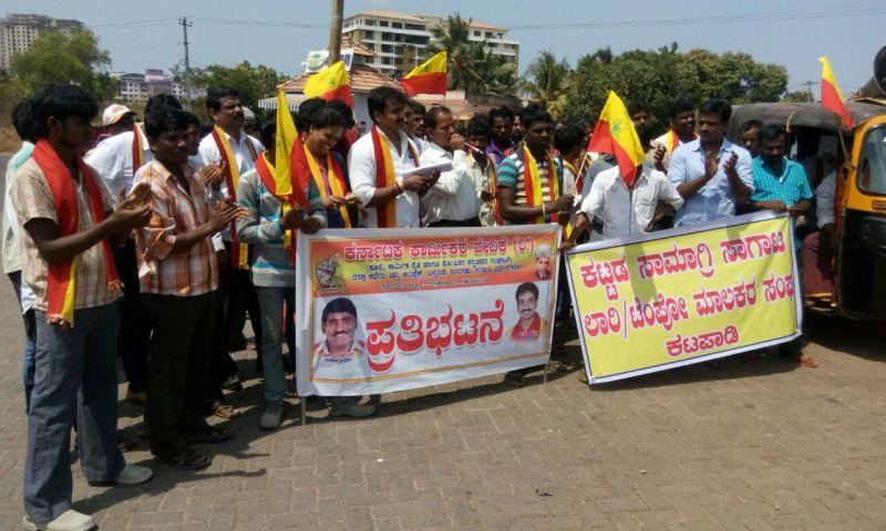 image002karnataka-karmika-vedike-protest-20160422