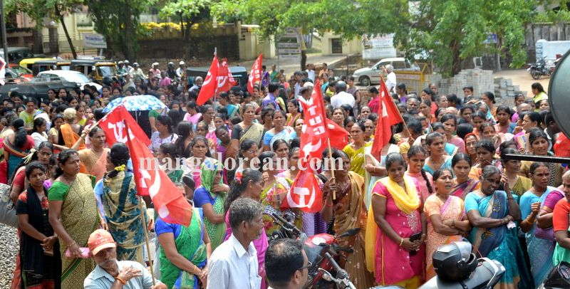 image003beedi-workers-protest-20160412-003