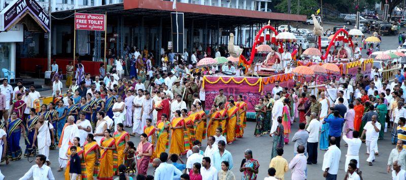 image004sringeri-swamiji-dharmasthala-20160423