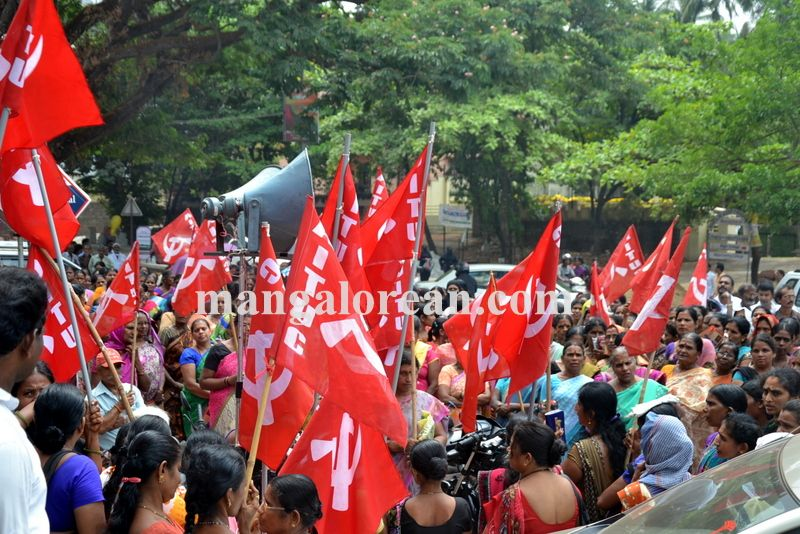 image005beedi-workers-protest-20160412-005