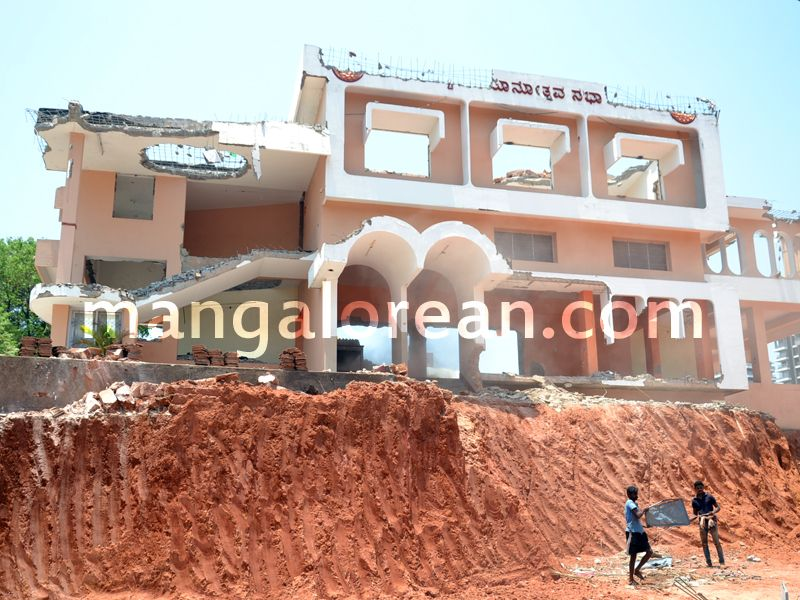 image005bunts-hostel-demolished-20160419-005