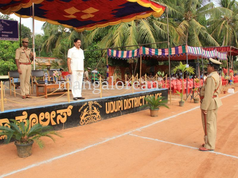image005police-flagday-santoshkumar-udupi-20160402-005