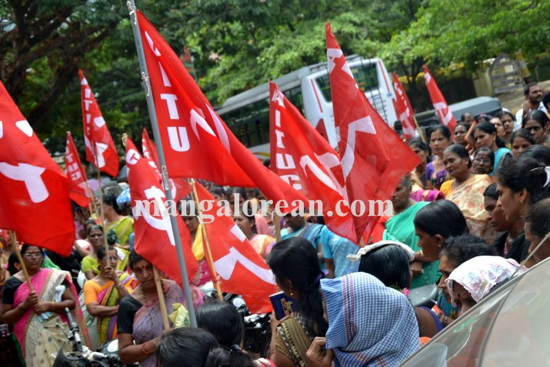 image007beedi-workers-protest-20160412-007