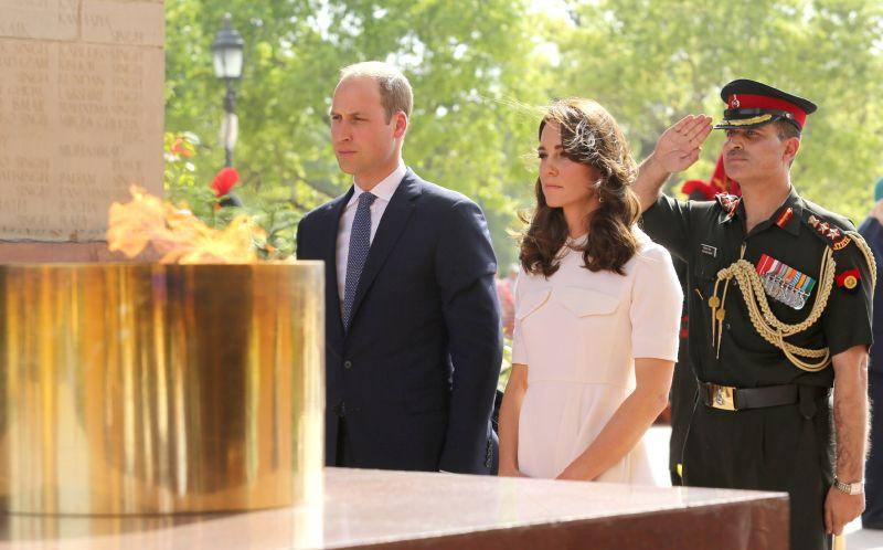 prince-india-gate-visit