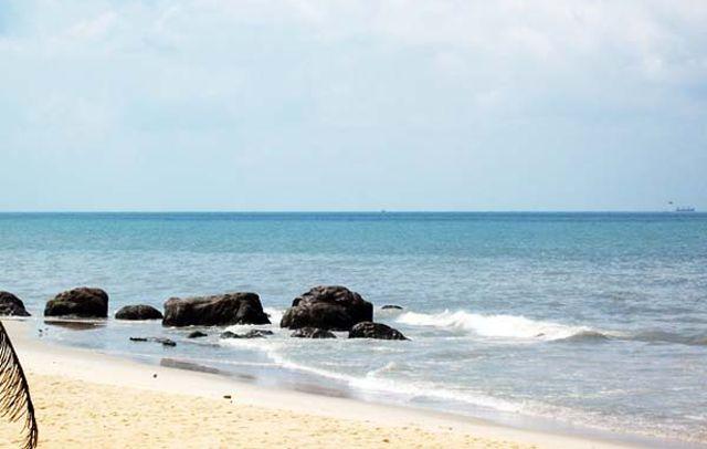 Sasihitlu-beach-01