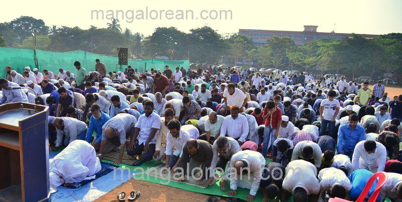 image001muslim-pray-rain-20160501-001