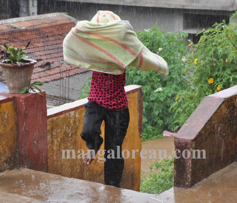 image002madikeri-rains-020160511-002