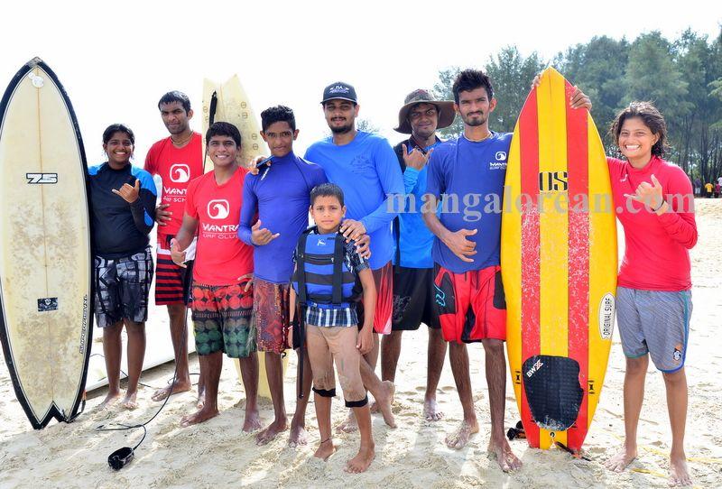 image002surfing-tannir-bavi-beach-020160522-002