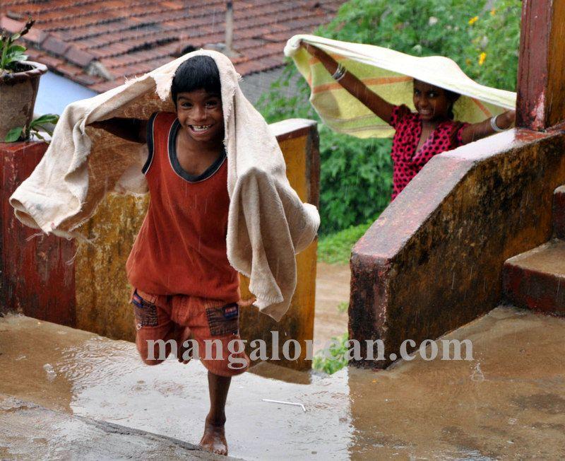 image003madikeri-rains-020160511-003