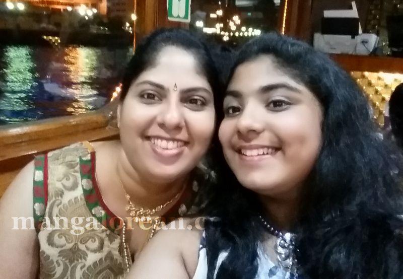 image003mother-daughter-look-alike-020160502-003