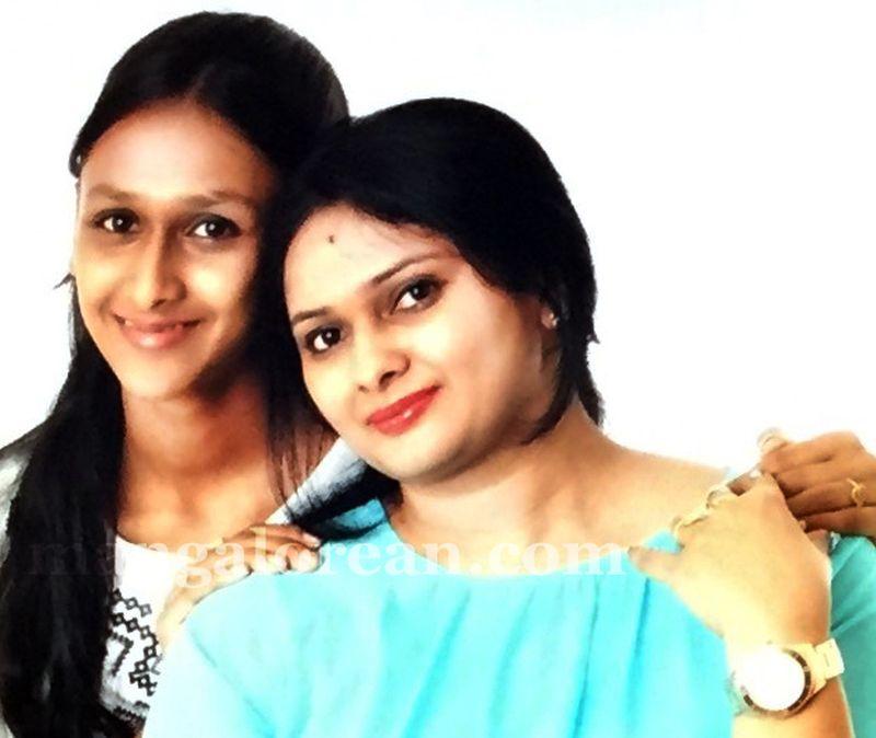 image005mother-daughter-look-alike-020160502-005