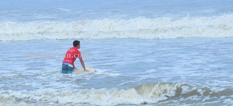 image005surfing-tannir-bavi-beach-020160522-005