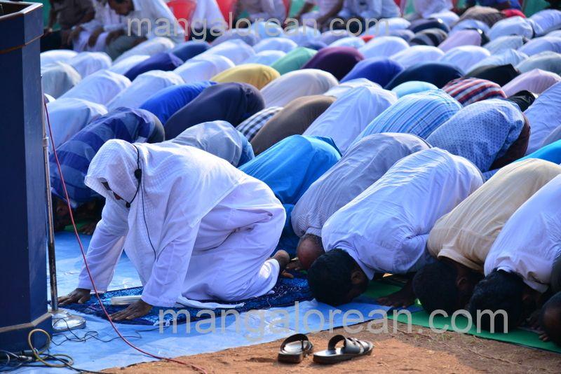 image008muslim-pray-rain-20160501-008